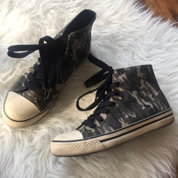 Steve Madden Shoes - Steve Madden Camo high tops sneakers